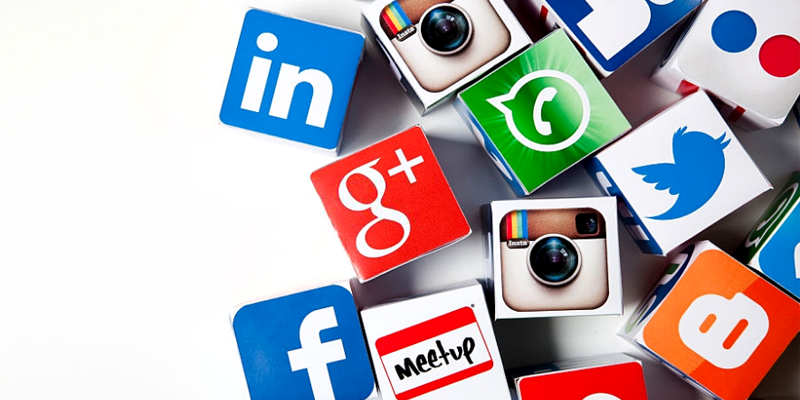 Experts Predict Top 10 Social Media Trends for 2021 [Infographic]